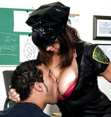 Lady Police Inspector ki pyar se Chudai karke Bachcha diya