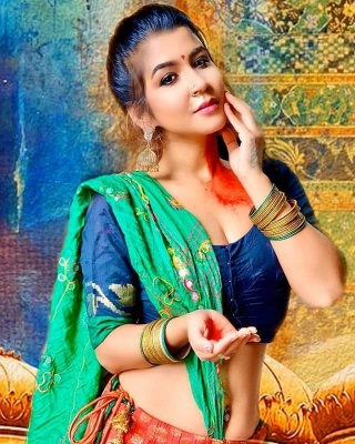Actress Holi Image
